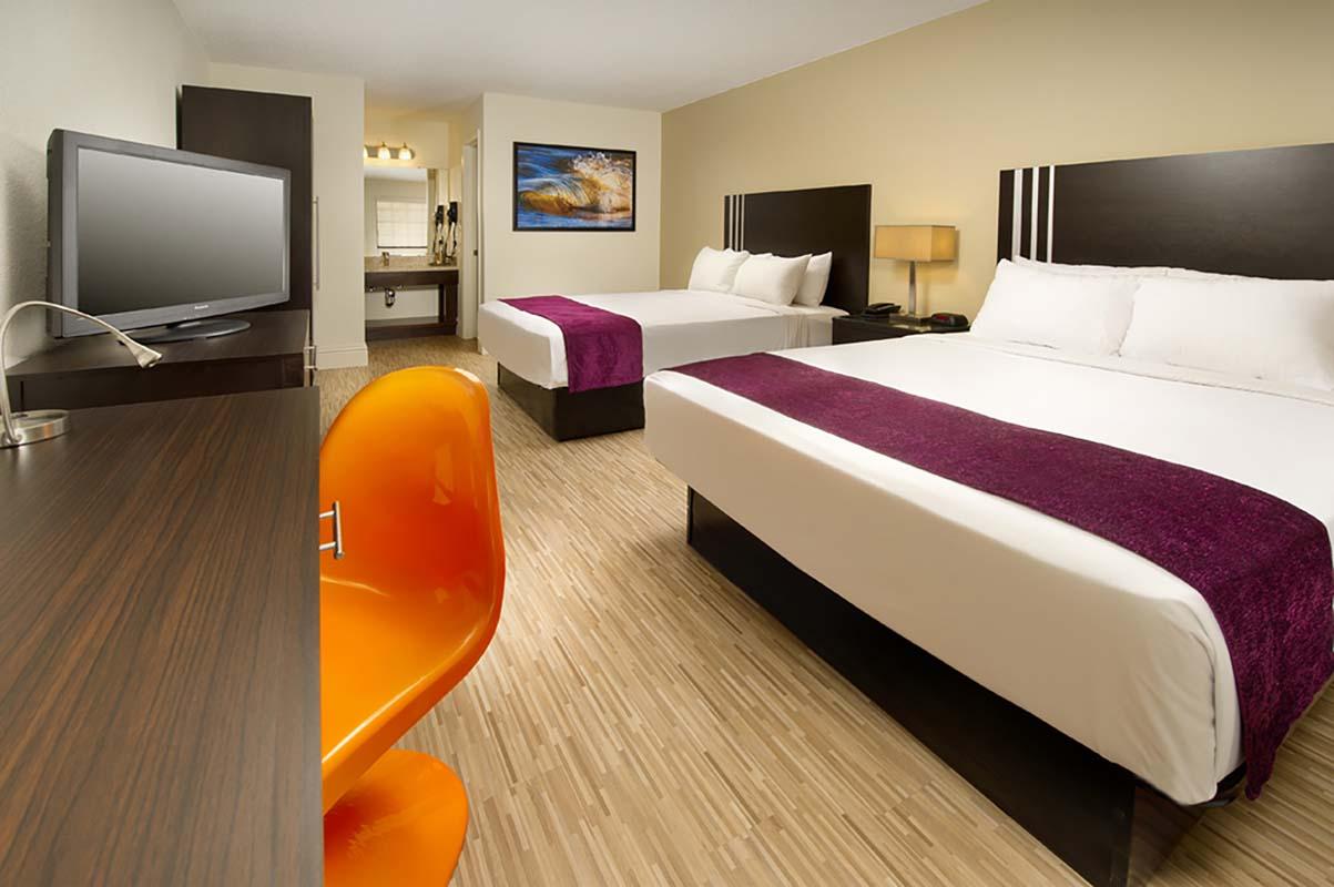 Orlando suites with jacuzzi in room / Elvis presley show las